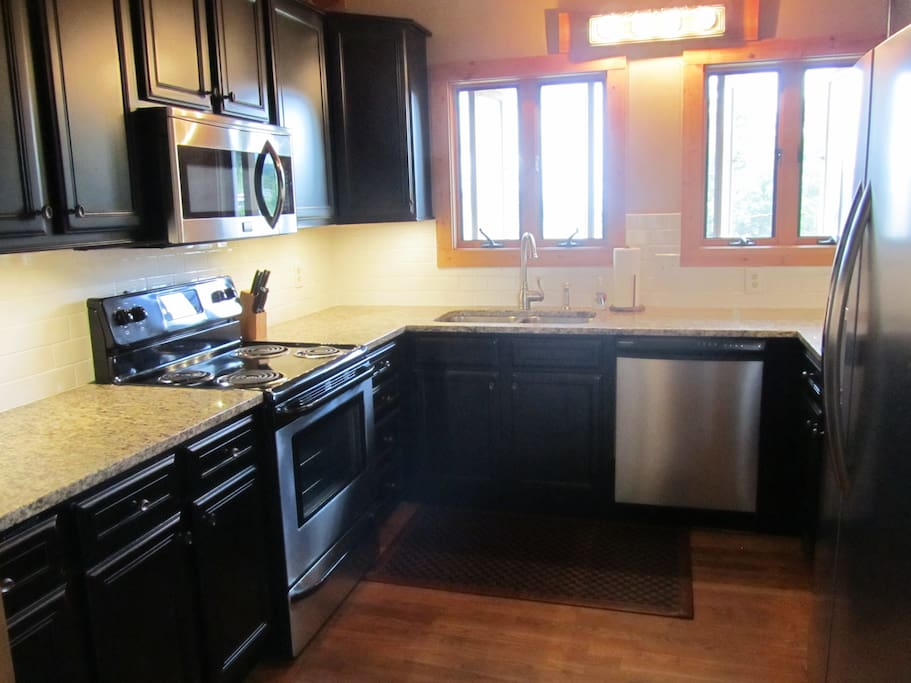 Updated Kitchen with Granite Counters & Stainless Appliances