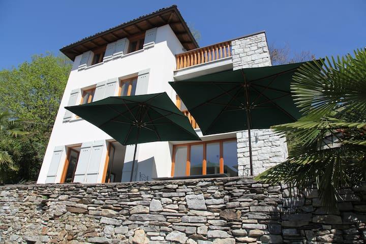Haus mit traumhaften Blick auf den Lago Maggiore - Pallanza - House