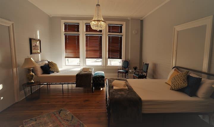 Downtown Prime Location - Posh Private Room