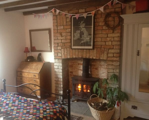 Cosy room w wood burner +bike store - North Curry