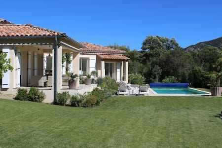 Luxury villa in the area of St. Maxime & St.Tropez