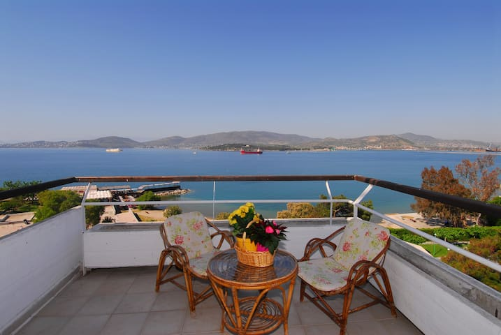 Apartment with a marvelous  sea view for 4