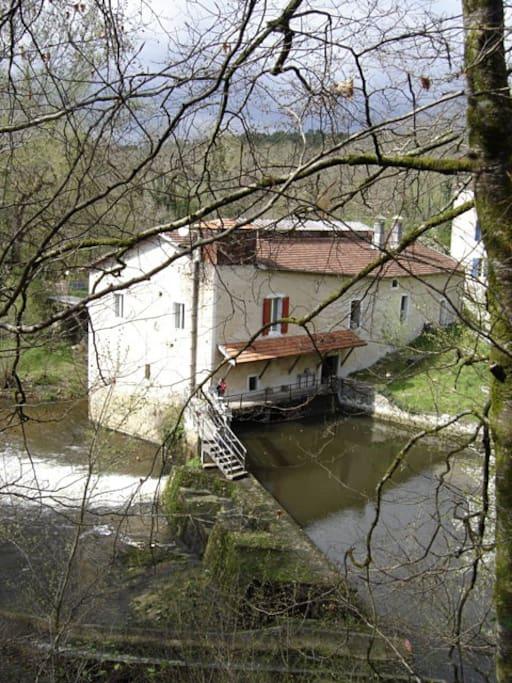 Le moulin et son barrage.