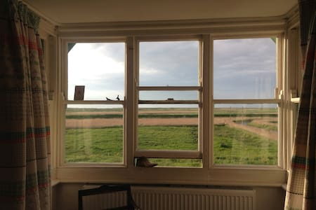 International  artists (RCA) home.  - Cley next the Sea - Hus