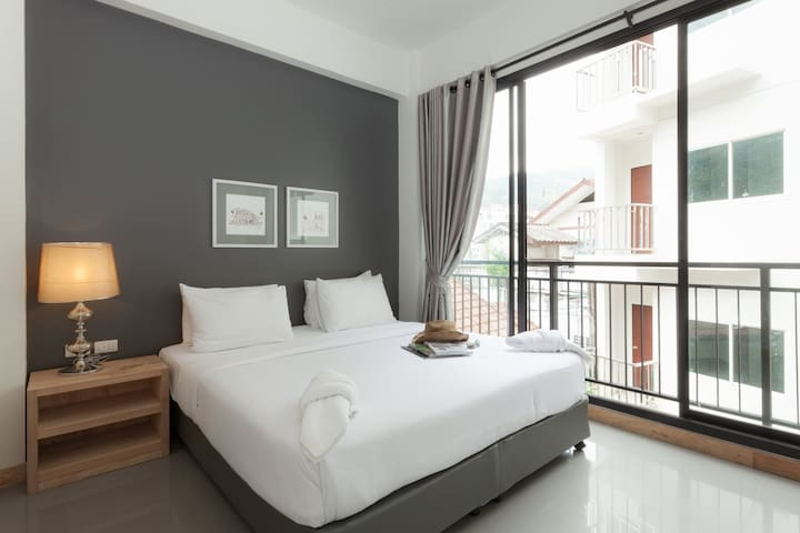 Superior Room with King Bed - ตำบล ป่าตอง - Apartment