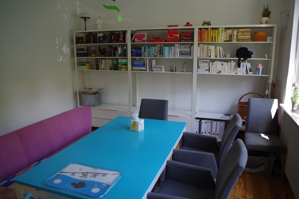 Dining room - Large table, seats up to 8 persons