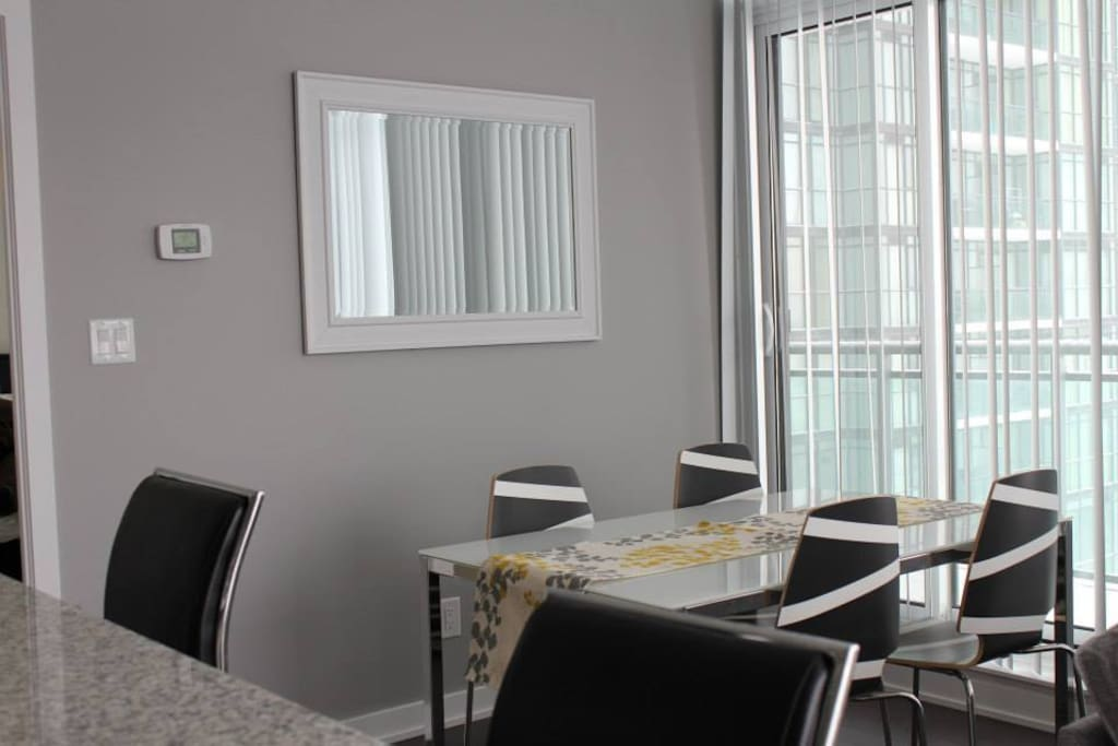 Two bedroom apartment sq1 area apartments for rent in mississauga ontario canada for One bedroom apartment mississauga