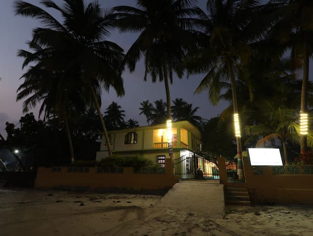 Coconut cottage doublebed rooms