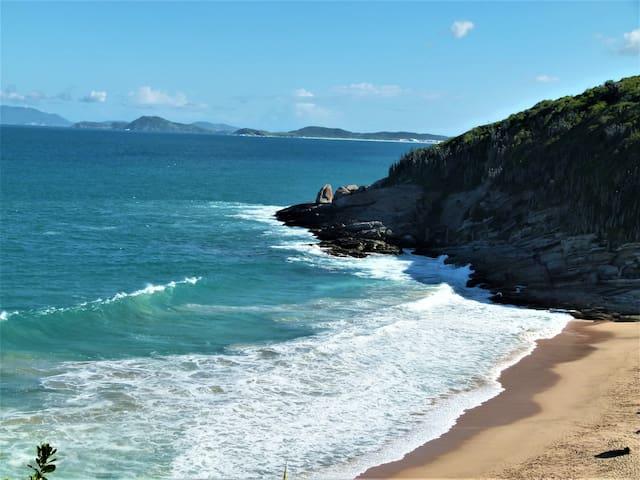 BÚZIOS FLAT FRENTE MAR E FLORESTA