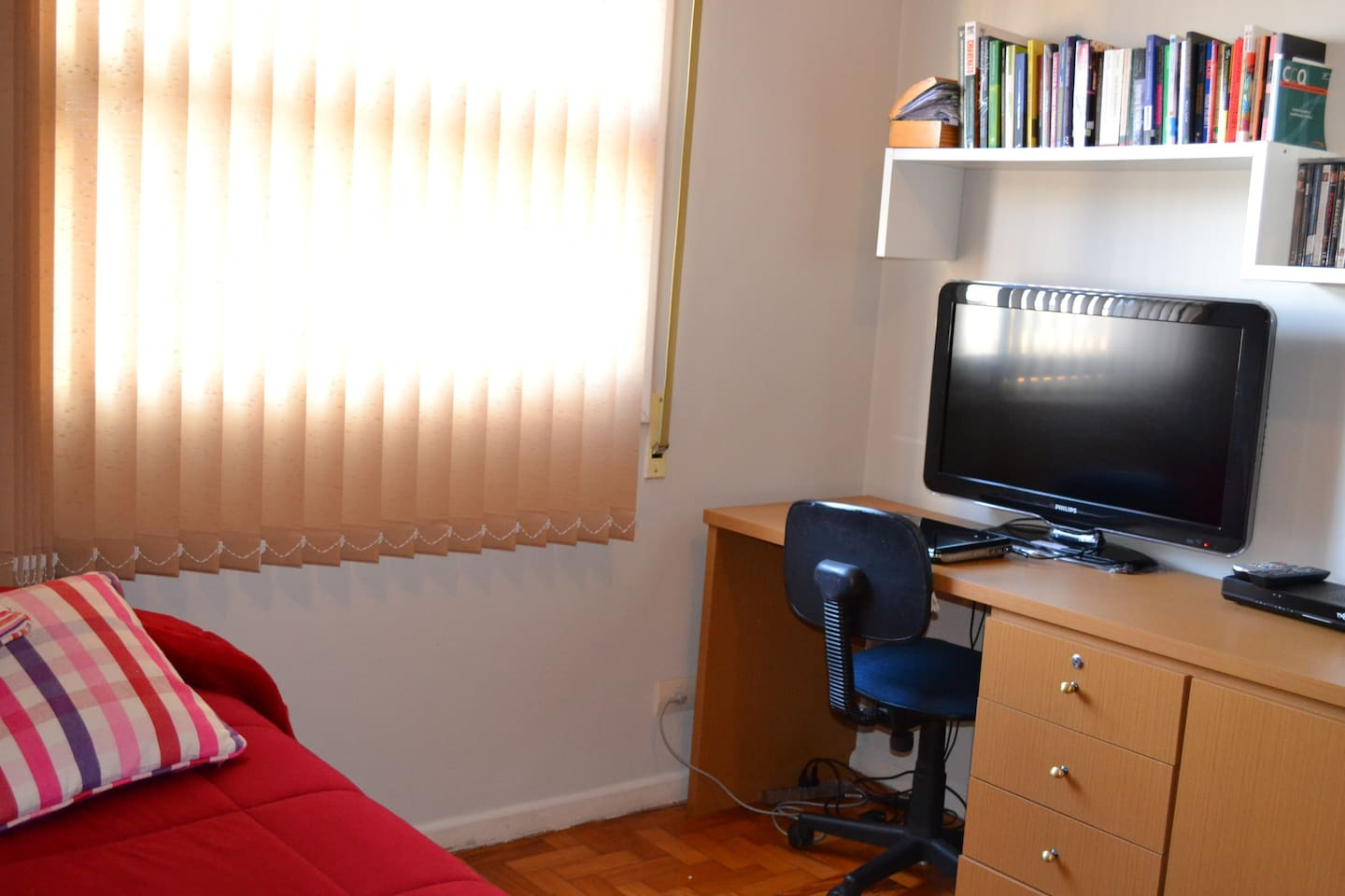 Cousy private room with Cable TV and all you need in your trip to Sao Paulo