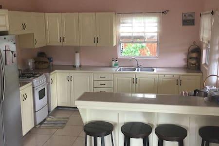 Bright and Sunny apartment located in Balata