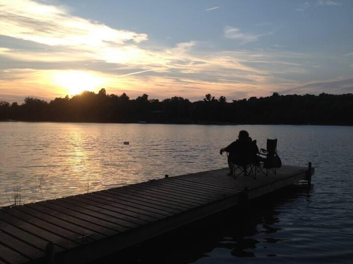 WATERSIDE RETREAT ON BEAUTIFUL CHARLESTON LAKE