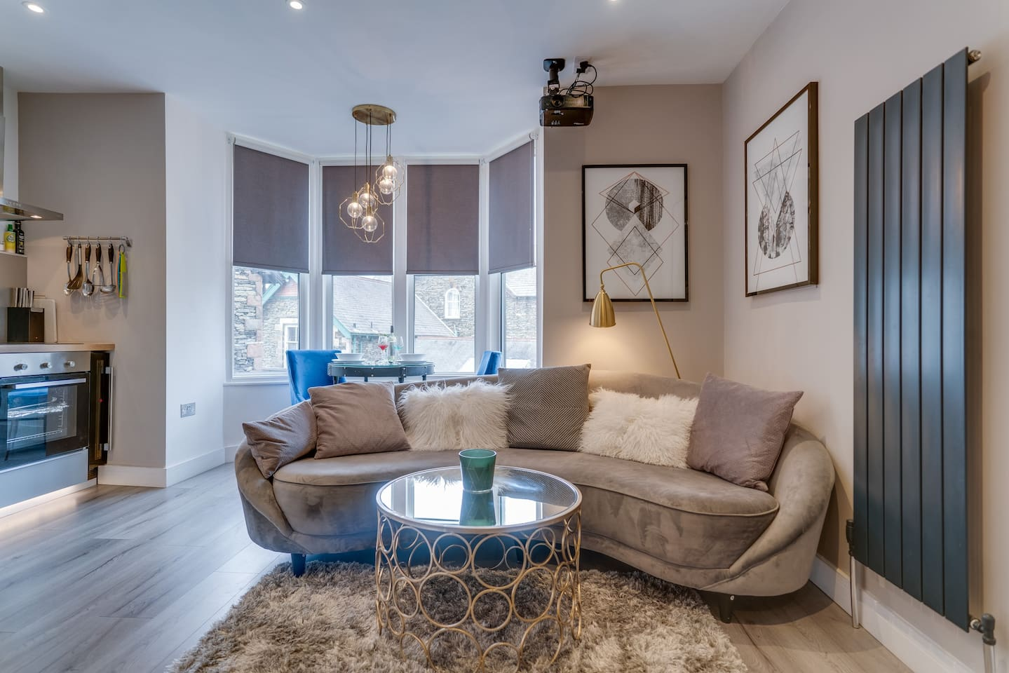 Modern and clean. Full kitchen facilities including wine fridge and coffee machine. Large projector screen to watch movies as well as playstation