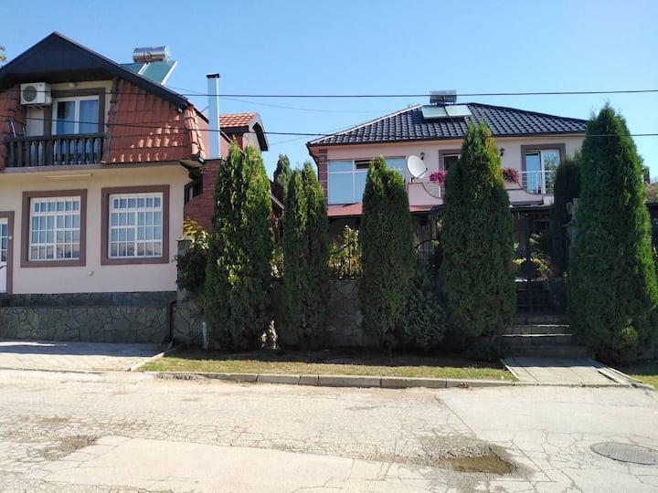 Alekss - Kuća sa 5 soba, 13 kreveta, 3 kupatila