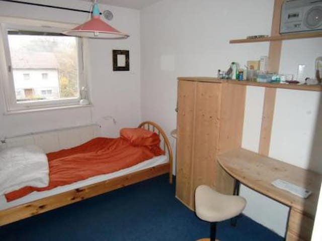 nice little room; University: 250m - Bayreuth - Casa
