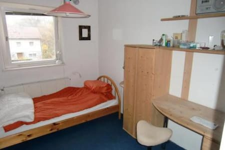 nice little room; University: 250m - Bayreuth - Maison
