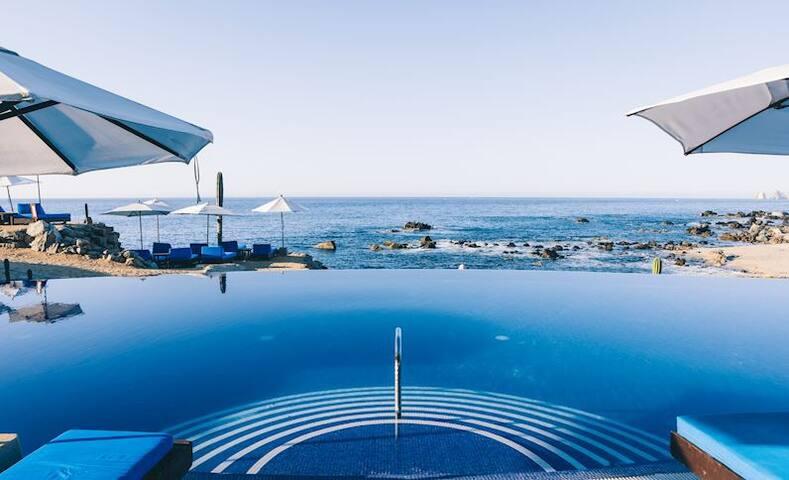 Cabo oceanfront 4.5 star luxury. 2 bedroom 3/bath