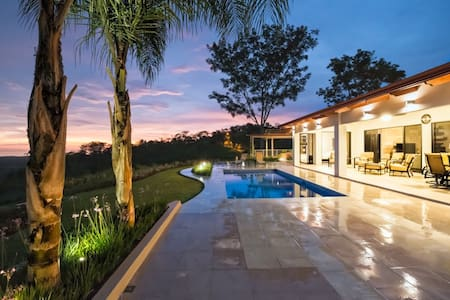 Villa Paraiso -Luxury Retreat