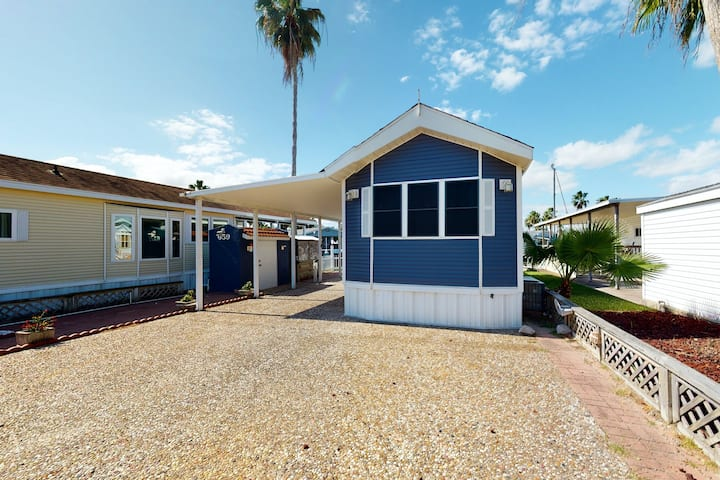 Perfect getaway on the canal w/ shared pool, outdoor seating, central AC & more!