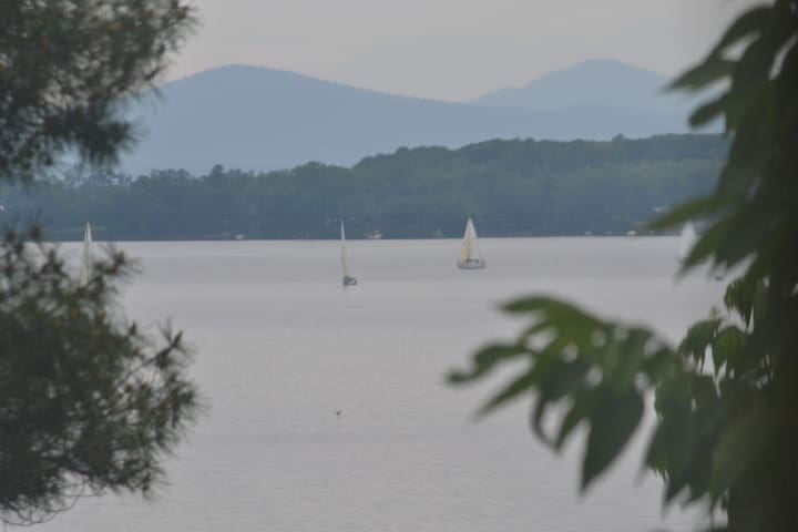 Quiet Lakeside 1BD w/ Deck, Views - South Burlington - Flat