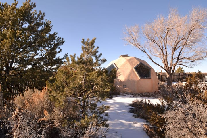 Off-grid Geodesic Dome Sanctuary - Taos Mesa Life