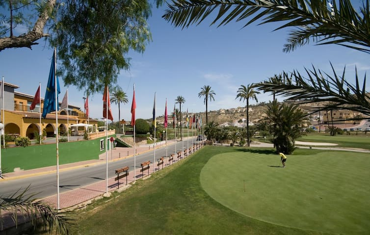 La Marquesa Golf House