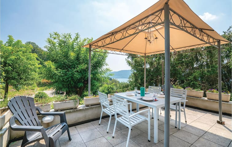 Holiday apartment with 2 bedrooms on 70m² in Vacciago