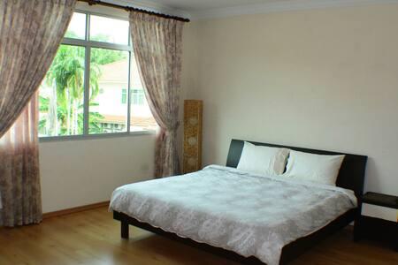 Spacious Room w/ King Sized bed - 斯里巴加灣(Bandar Seri Begawan)
