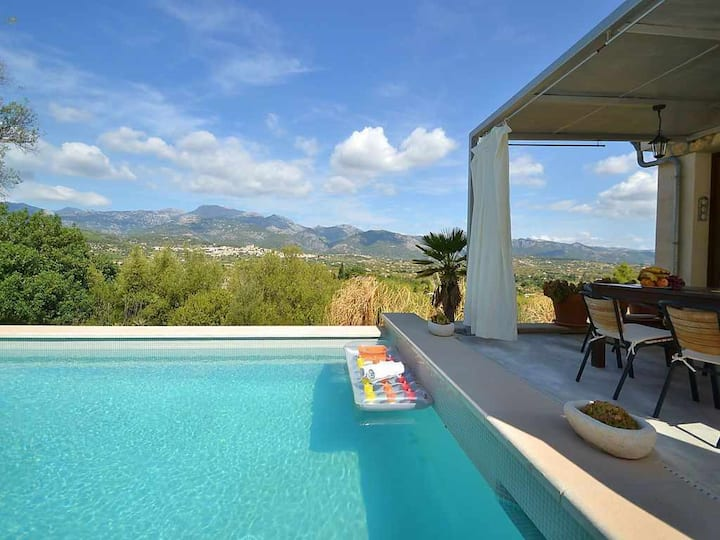 Modern country house with panoramic views of the Sierra de Tramuntana