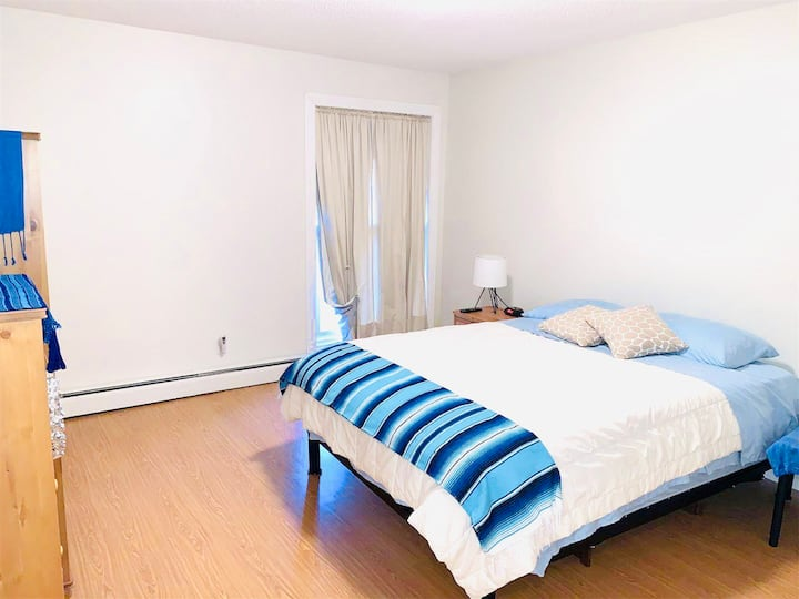 Spacious 2 Beds condo available for in downtown
