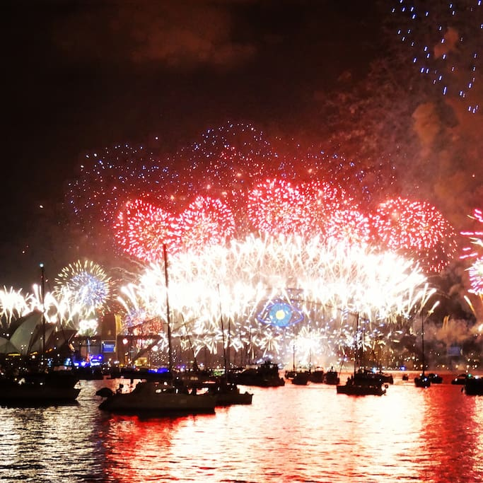 5 mins walk from Rushcutters Bay park chère you can enjoy the Amazing NYE fireworks!