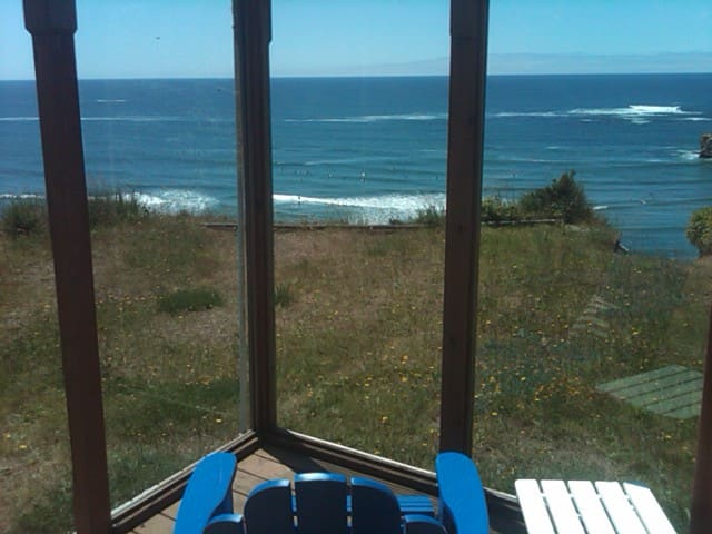 Ocean Front  Surf Shack w/Hot Tub - Otter Rock - Cabana