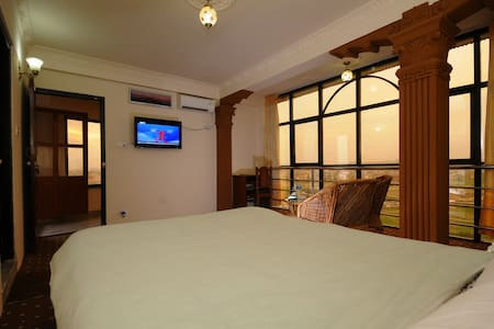 Hotel Manohara / Free Airport Shuttle - Kathmandu