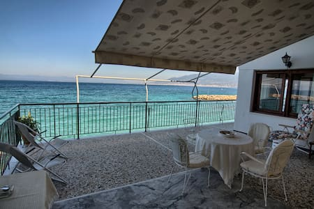 SeaSide House w/direct beach access - 6 persons