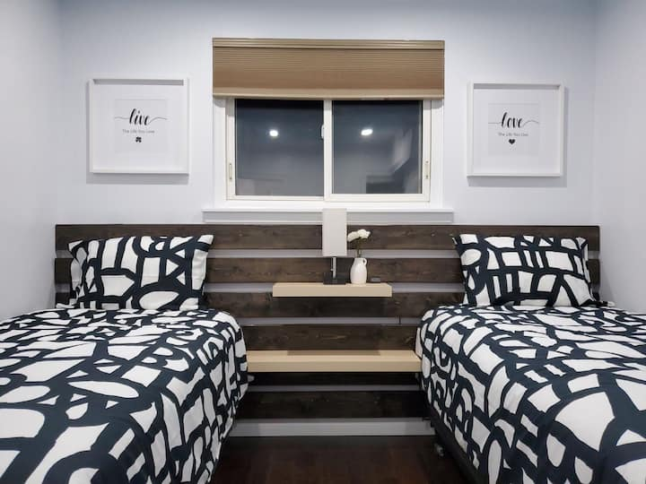 Cozy private room for Double- downtown Missisauga