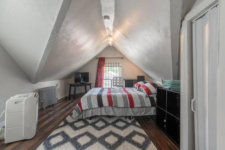 Full Bed Private Bedroom 3AV#33