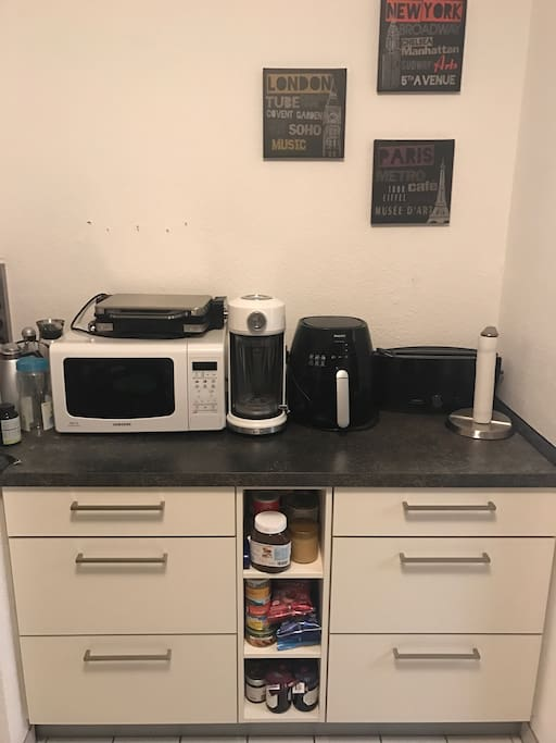 Kitchen with Microwave, Toaster, grill, KitchenAid Blender and Philips Airfryer