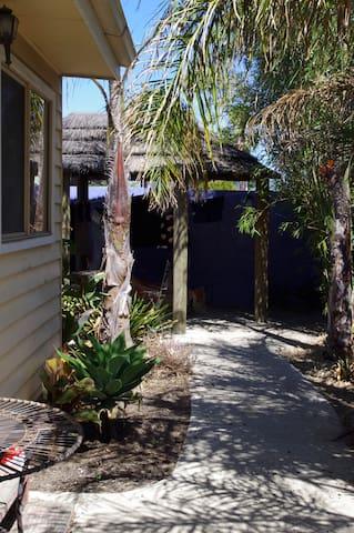 Bali H'ai Cabin - Thornbury - Cottage
