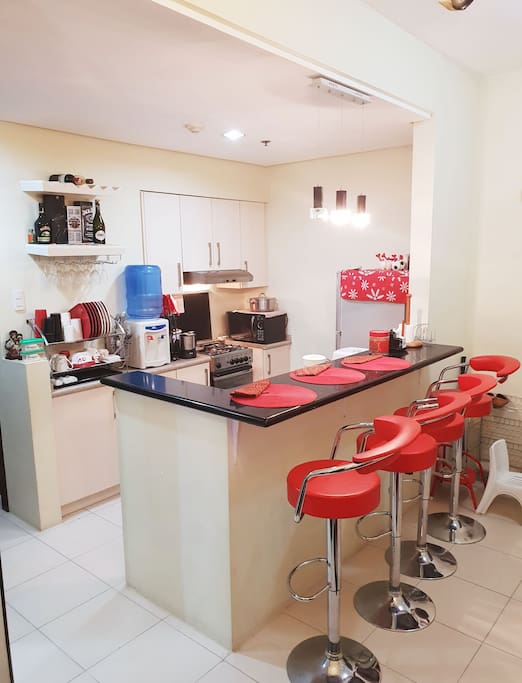 Fully-equipped kitchen and dining counter