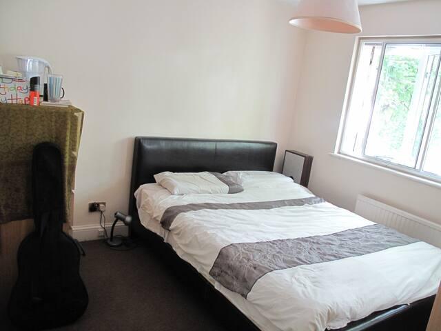 ❤️Fantastic Super Comfy Kingsize Bed & Room ⭐️