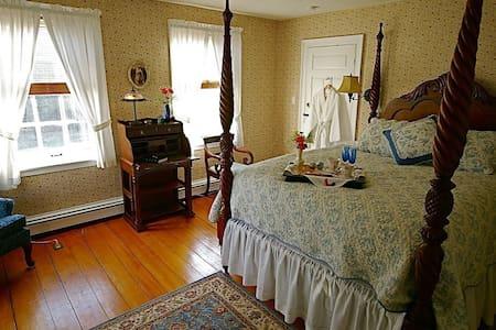 Federal House Inn, Doris' Suite #5, En-Suite bath - Plymouth - Penzion (B&B)