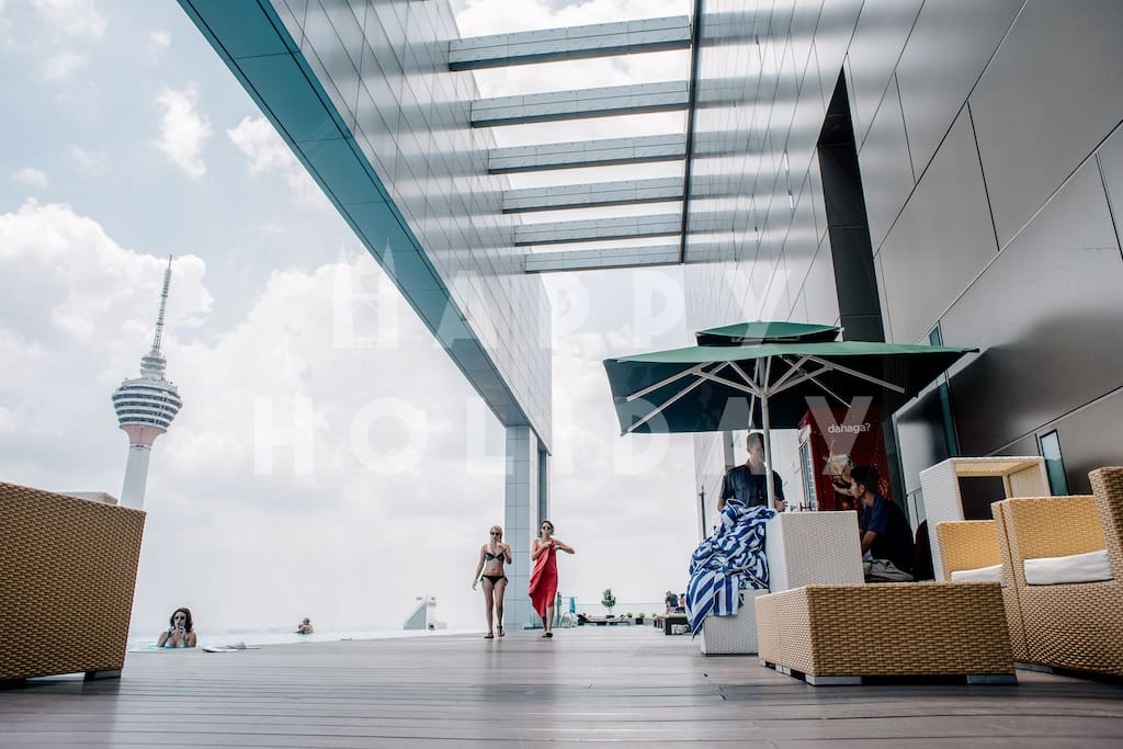 HIGHLIGHT: Sky deck area during the day time