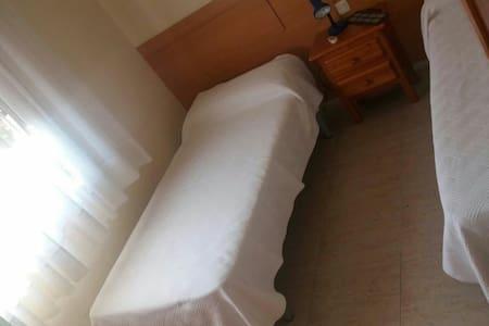 Gran habitación individual ! - Brunete - 獨棟