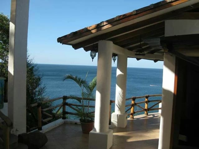 Casa La Joya - 2 beds and an ocean view