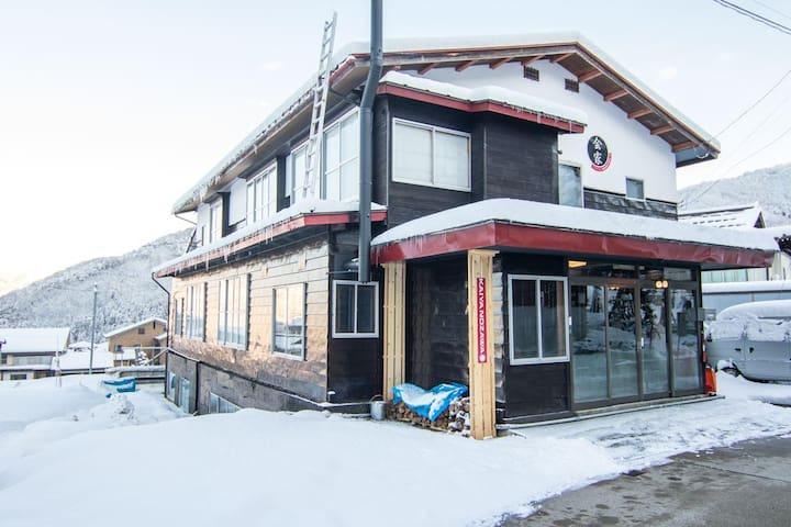 Kaiya Nozawa Lodge - Family room close to slopes