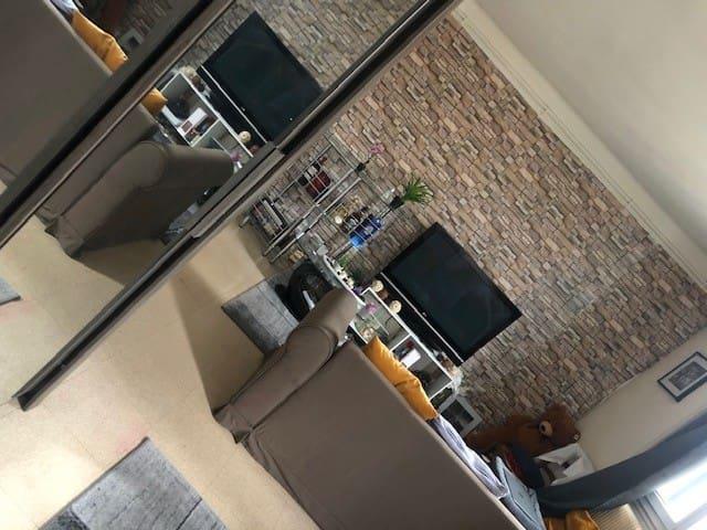 studio privé dans grand appartement à paris