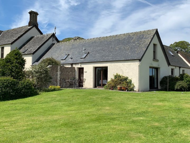 Dunadd Farm Cottages, Comgall