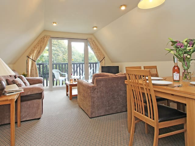 VALLEY LODGE NO 1, pet friendly, with pool in Gunnislake, Ref 929083