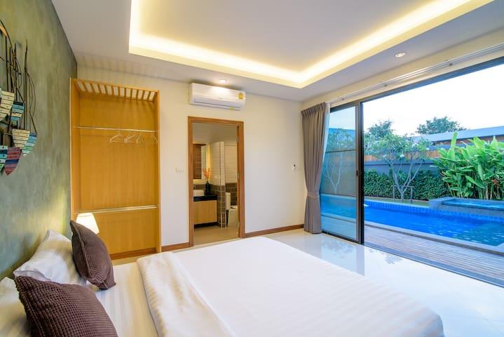 Bedroom no.1 pool view