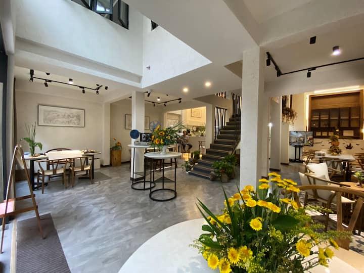 NEW LUXURY, 3-level villa - 300 sq mtr/3,230 sq ft